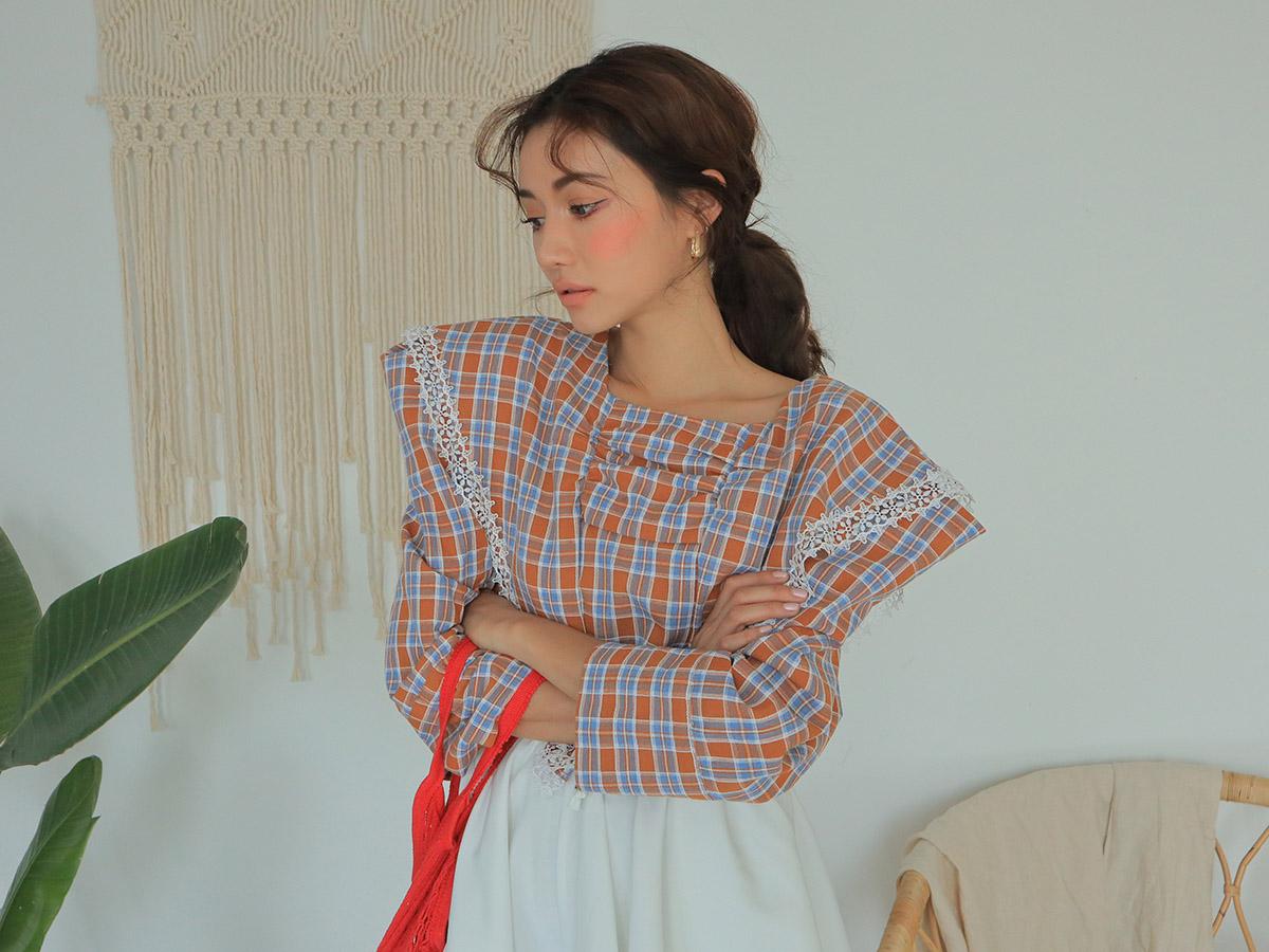 ラブリーなブラウスのオルチャンファッション