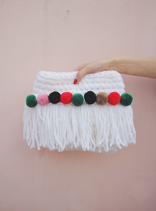BUBBLE KNIT CLUTCH